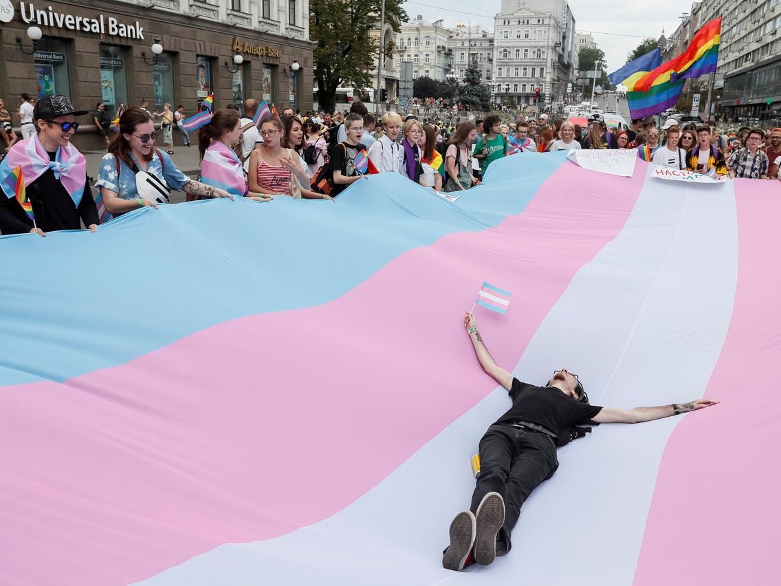 Diana Riba denuncia davant la Comissió Europea el desproveïment hormonal que pateixen les persones trans